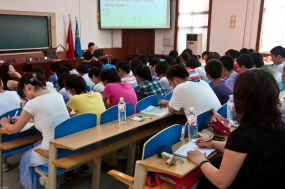 Feicheng: Diane, one of the participants in my workshop, teaching her students as they prepare for their English exams.